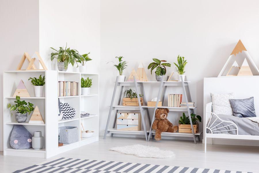 Dormitorio estilo nórdico con baldas y estanterías