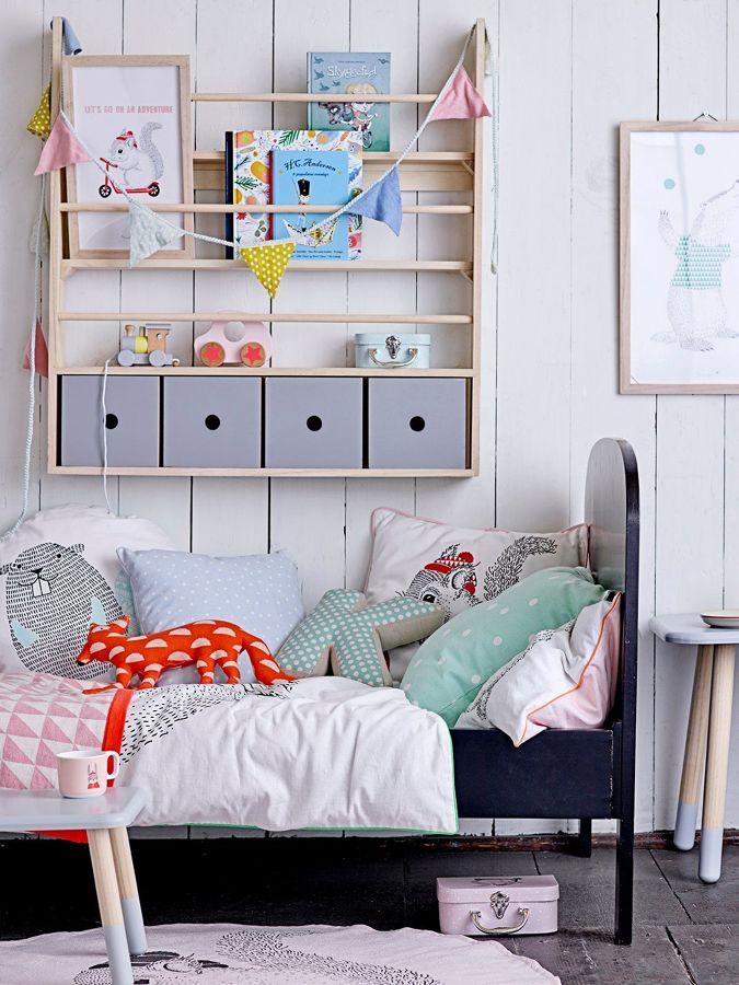 Dormitorio infantil con banderines hechos con tela