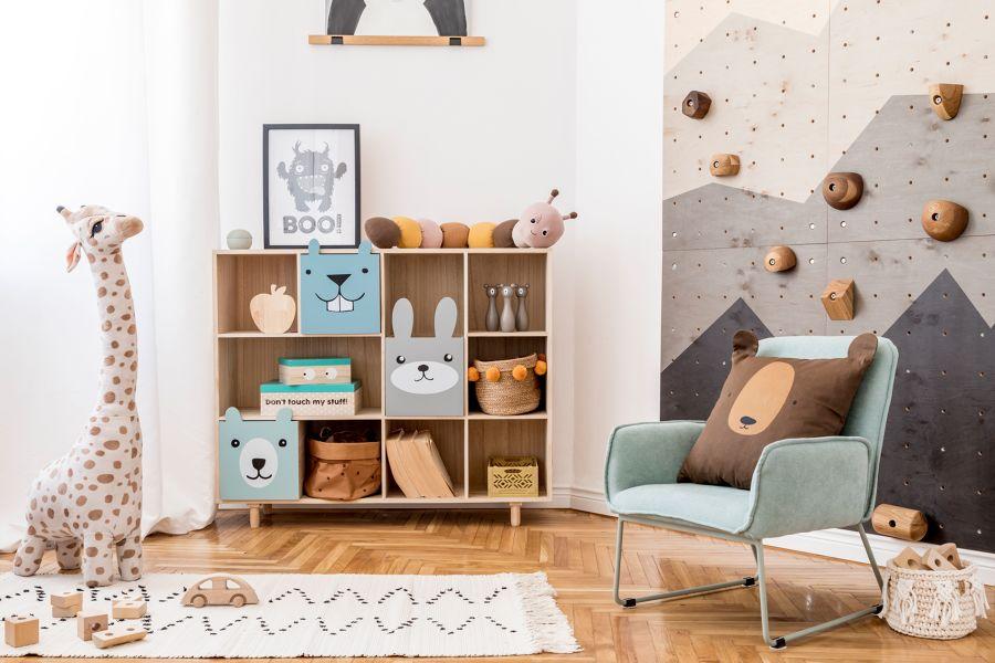 Dormitorio infantil con mobiliario básico