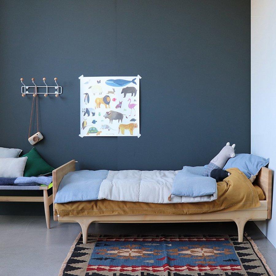 Dormitorio infantil estilo minimalista en azul