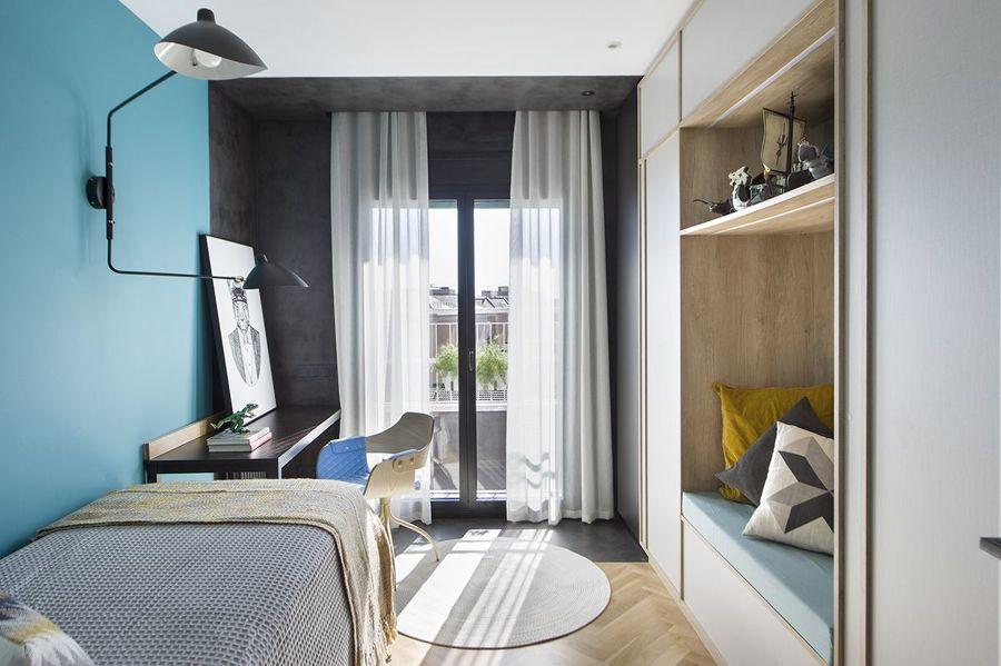 Dormitorio juvenil decorado en azul y gris grafito