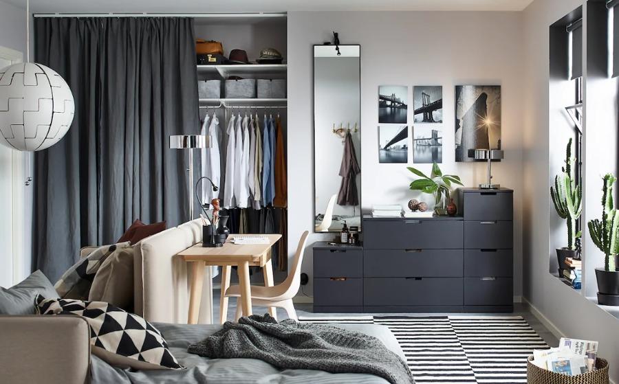 Dormitorio moderno con vestidor abierto