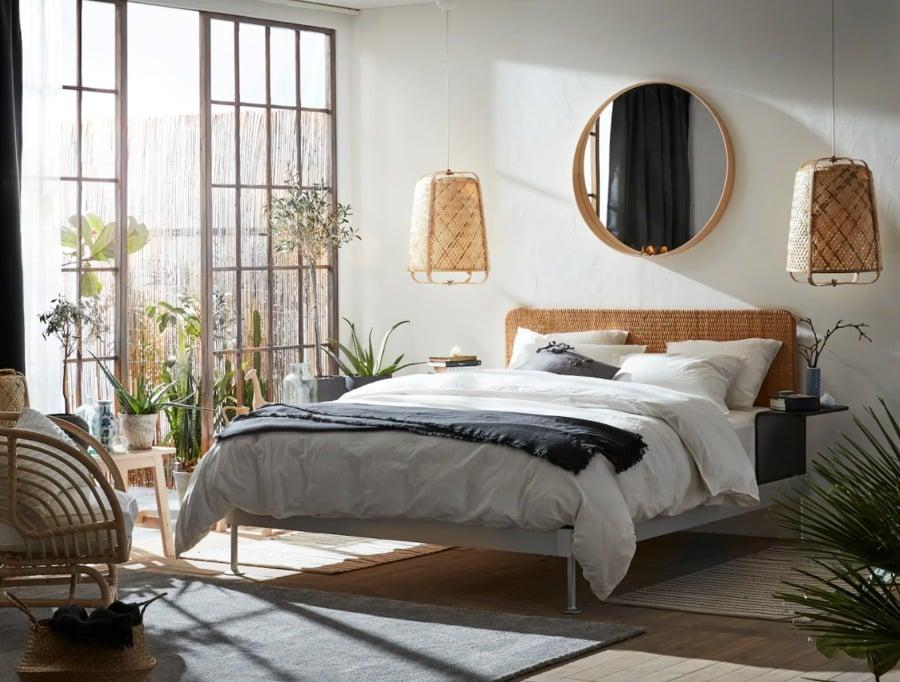 Dormitorio natural con cama y colchón de IKEA