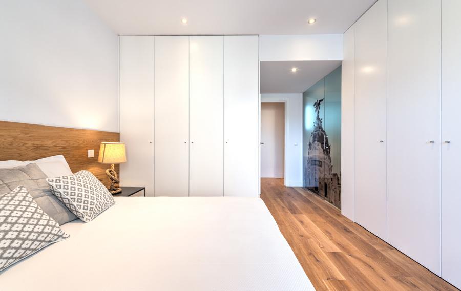 El antes y despu s de una vivienda cosmopolita ideas arquitectos - Dormitorios con armarios empotrados ...