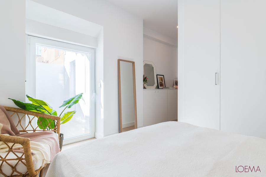 Dormitorio principal con puerta al patio interior