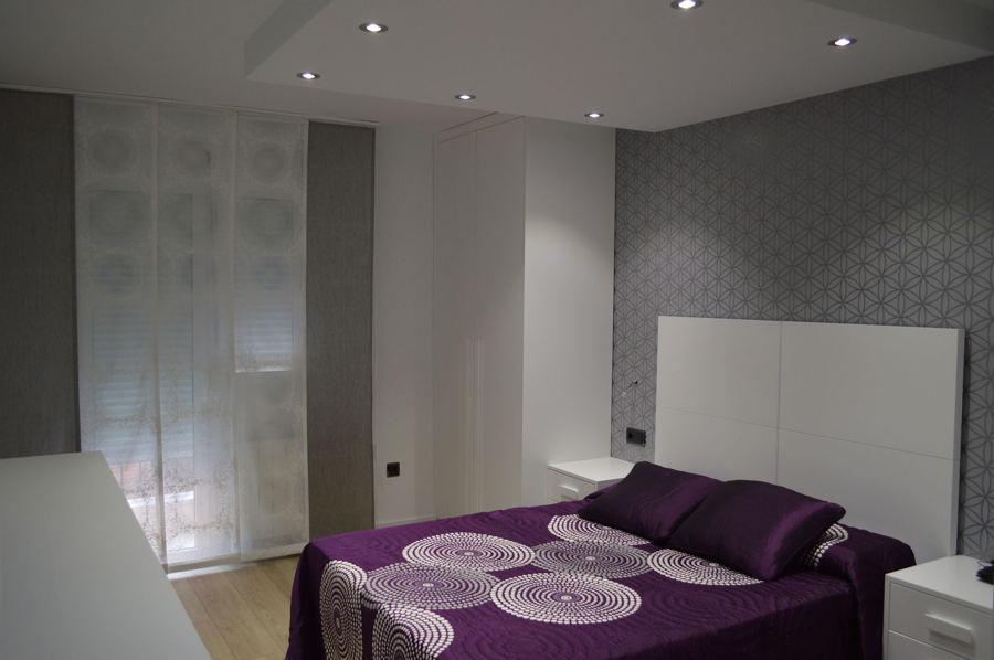 Reforma de una vivienda en santiago el mayor ideas - Papel pintado dormitorio principal ...