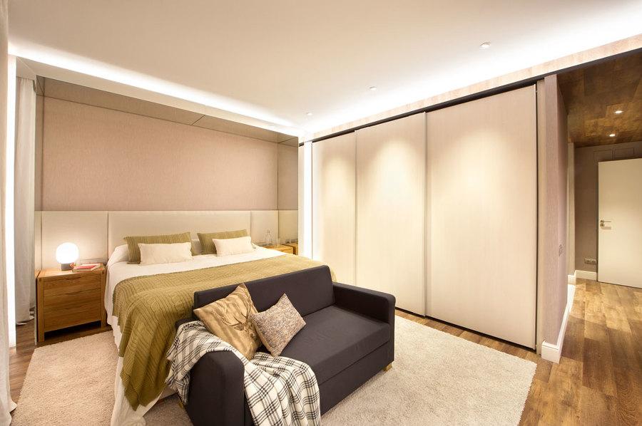 Una casa urban chic para pasar las vacaciones perfectas ideas reformas viviendas - Sofa dormitorio ...