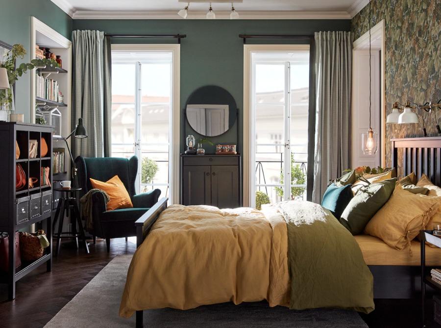 Dormitorio sofisticado con cama y colchón de IKEA