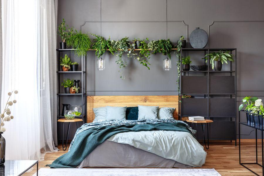 Dormitorio urbano con escayola decorativa en la pared