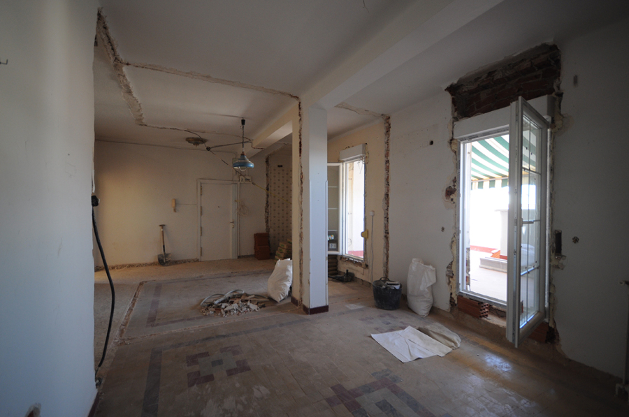 Consejos antes de tirar un tabique ideas reformas viviendas for Tirar muebles madrid
