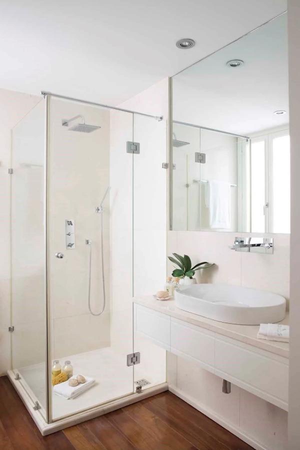 ducha con mampara con puerta