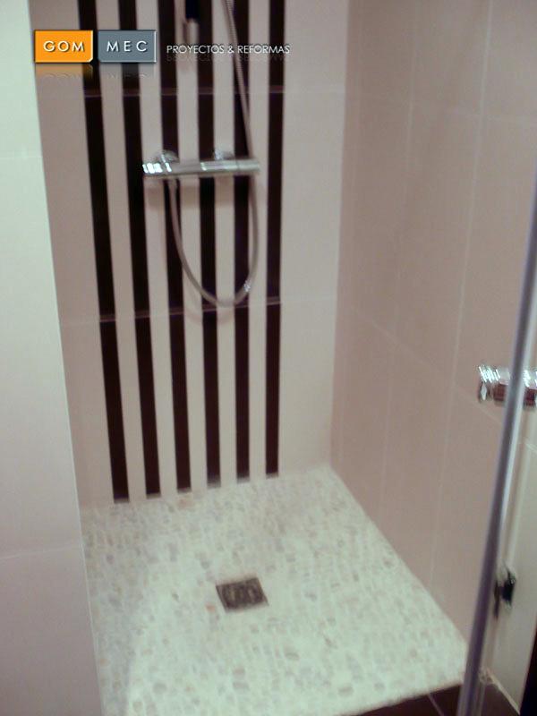 ducha con piedrecitas