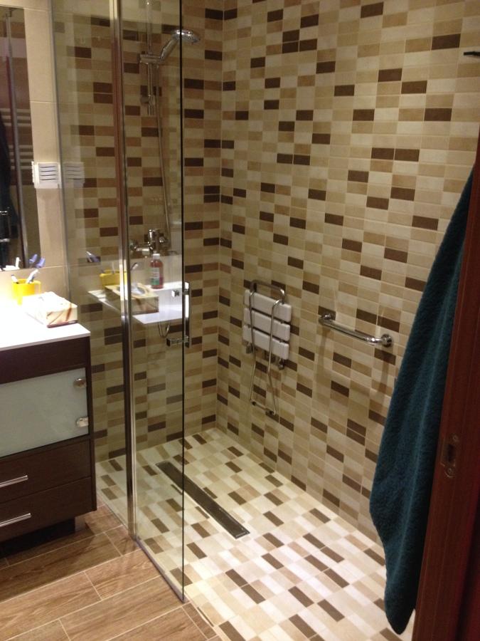 Foto ducha de obra rejilla jimtem 70 cm mampara asiento - Platos de duchas de obra ...