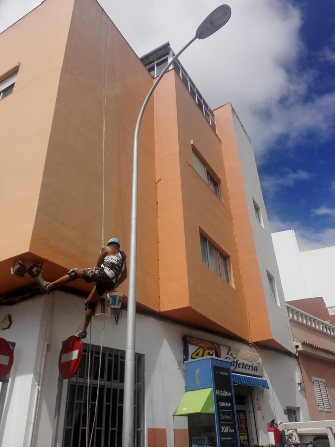 Durante los trabajos de saneamiento de fachada