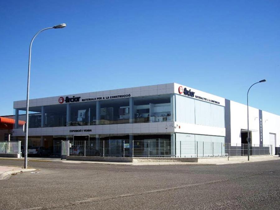 Edificio comercial y oficinas.