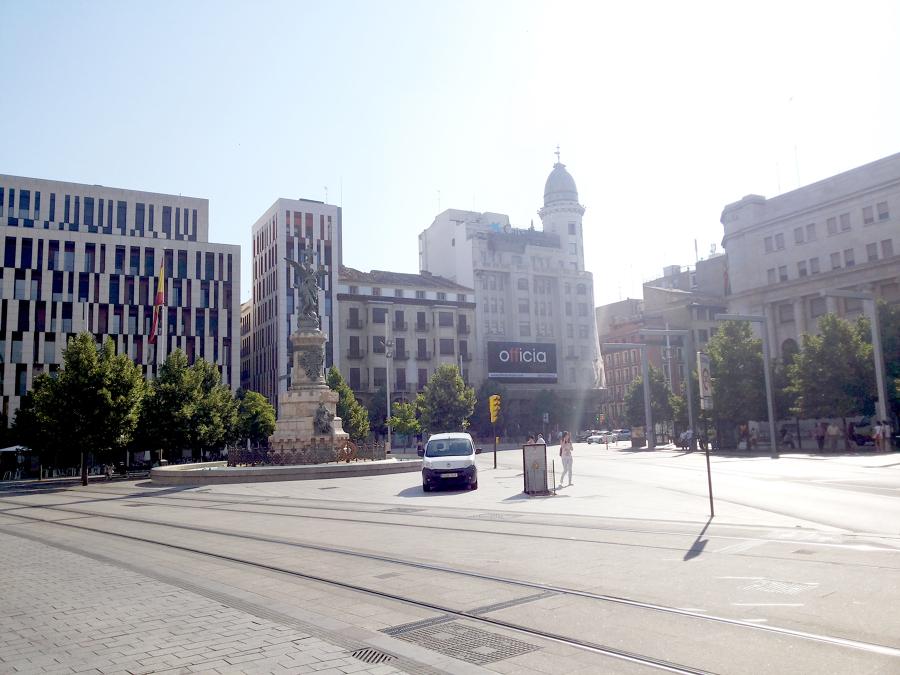 Edificio de ''La Caixa'' Plaza España (Zaragoza)