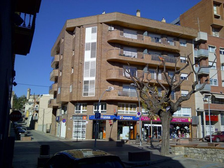 Edificio De Viviendas Locales Comerciales Y Aparcamiento