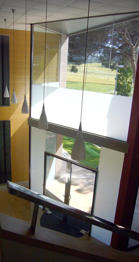 Edificio Oficinas ARSAM_acceso desde el interior