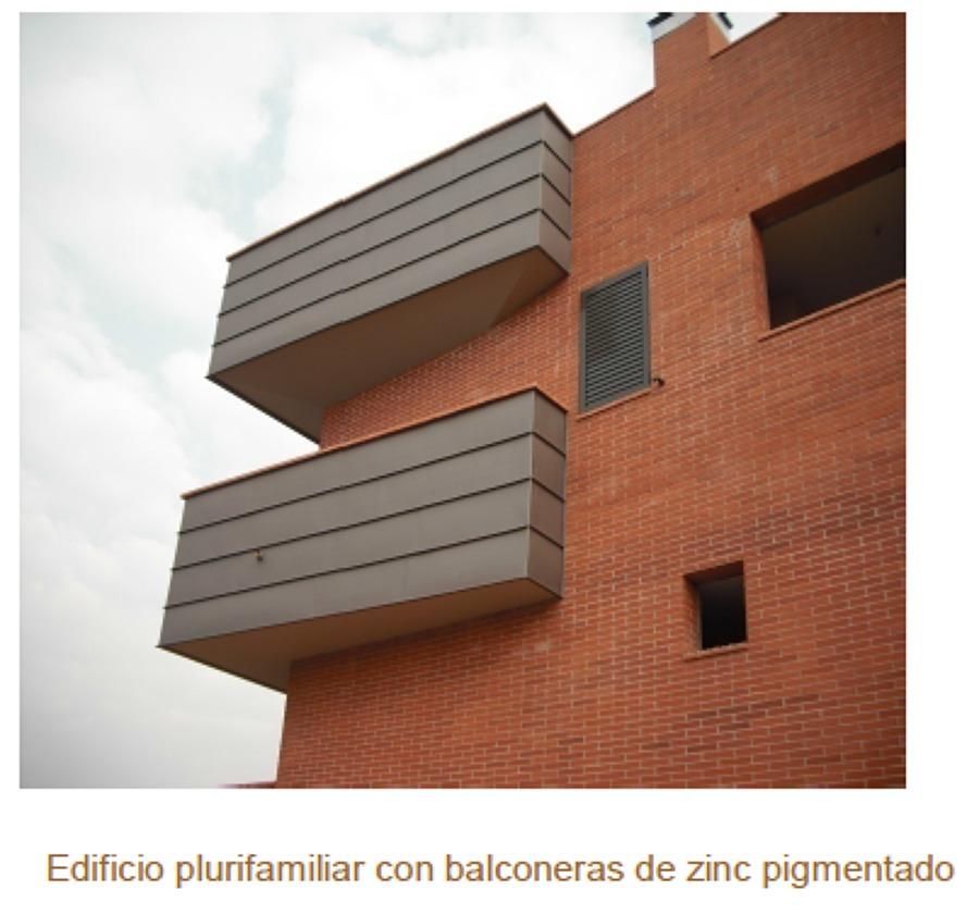 Edificio plurifamiliar con balconeras de zinc pigmentado