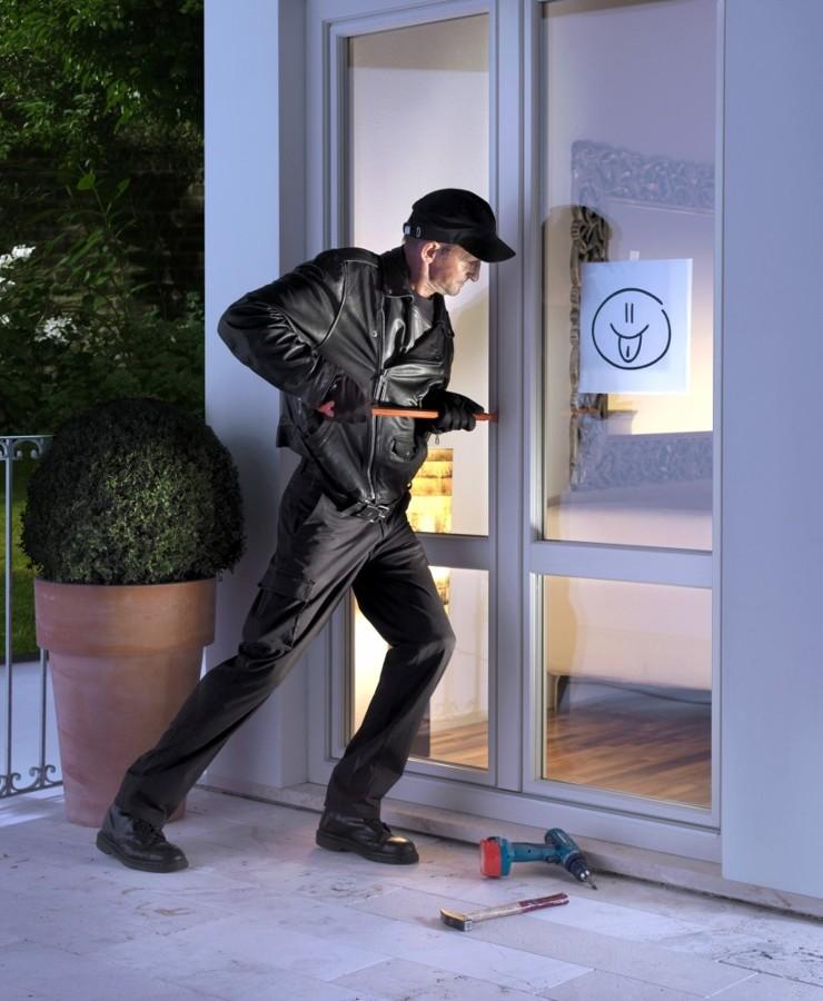 Einbrecher-redz72-843x1024