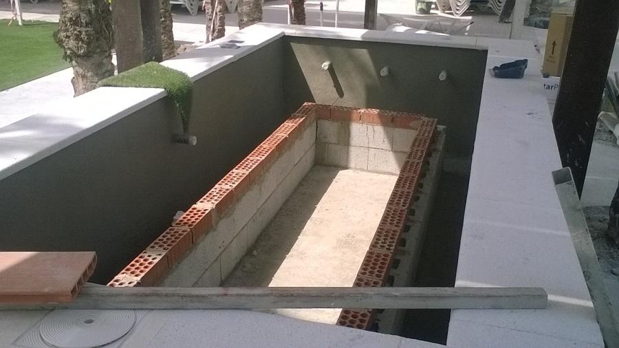 ejecución de banco para spá en piscina poolHmon