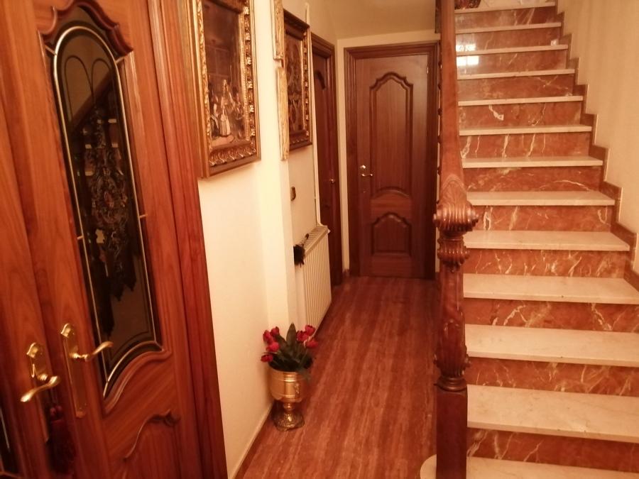 Ejecución de baranda escalera suministro de puertas