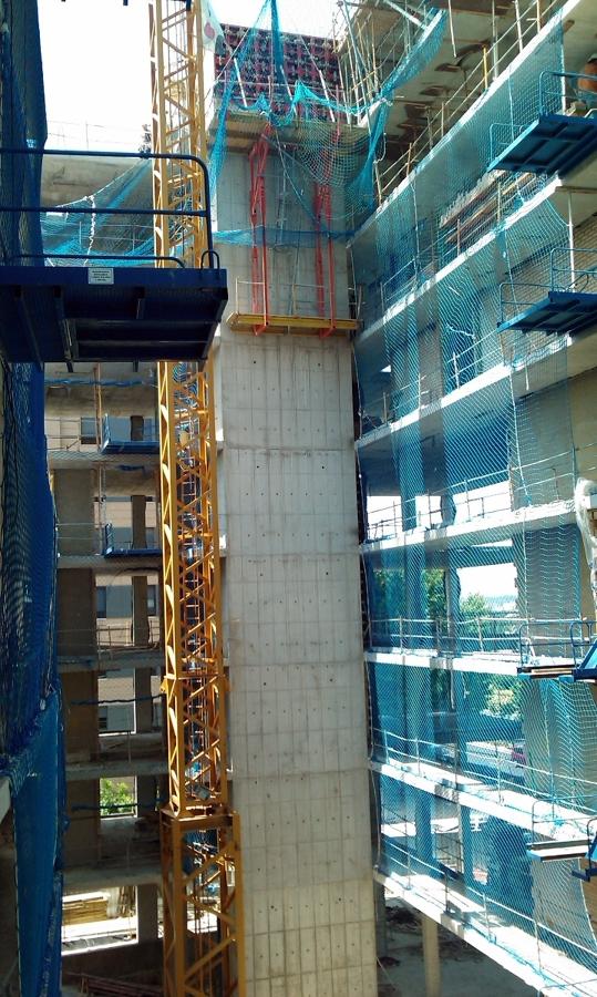 Ejecución de muro pantalla ascensor con trepante.