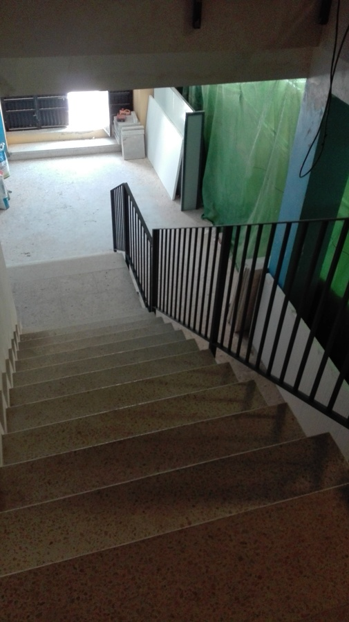 Ejecución de nueva escalera completa, incluido estructura