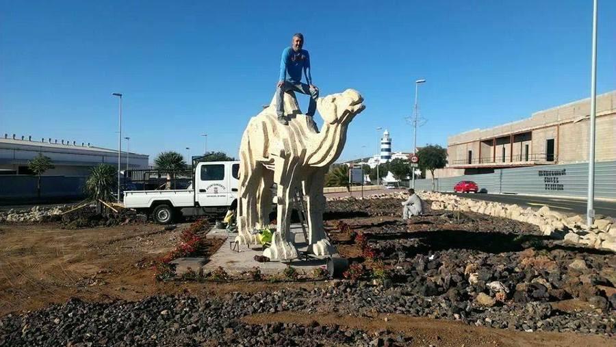 El camello y su hacedor