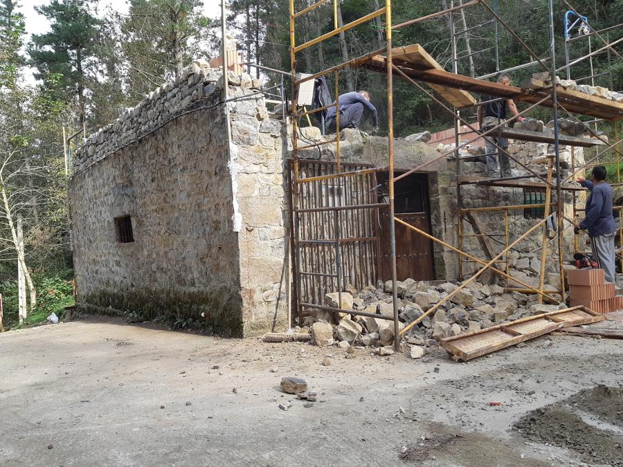 Emos tirado los muros y tejado
