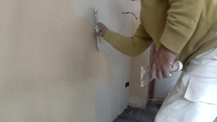 emplasteciendo paredes