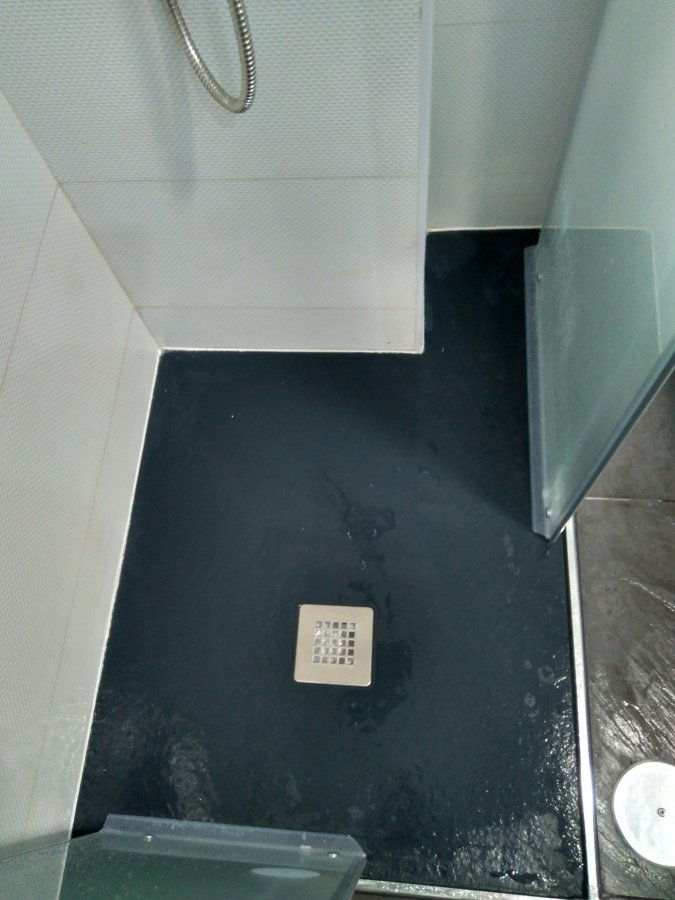 encajado del plato de ducha para poner baldas de vidrio