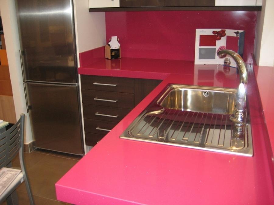 Encimeras de color para la cocina y el ba o ideas for Precios y colores de encimeras de silestone
