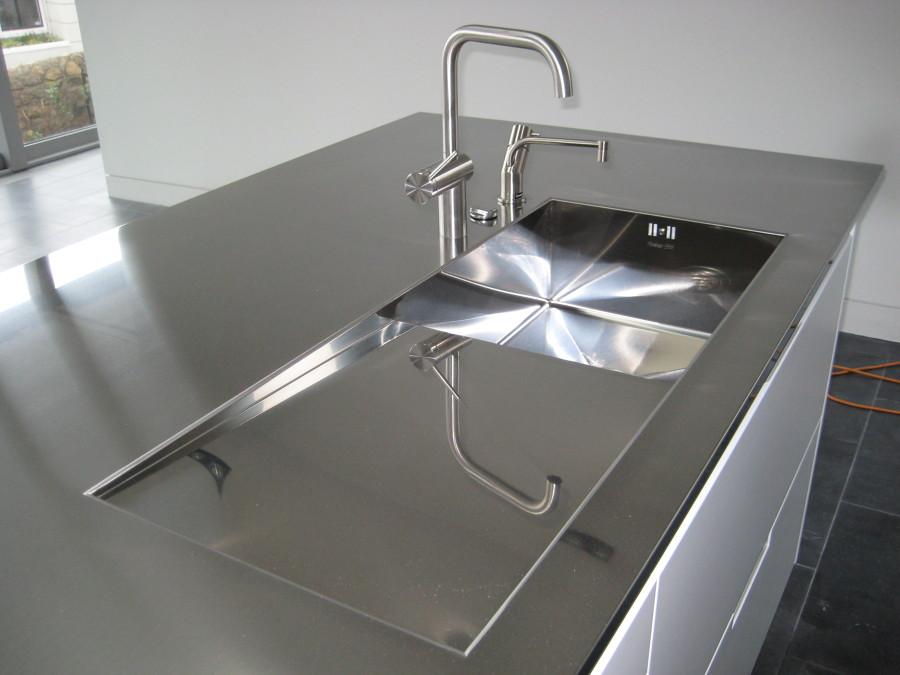 Foto encimera de acero inoxidable gris de elenatorrente for Encimera acero inoxidable