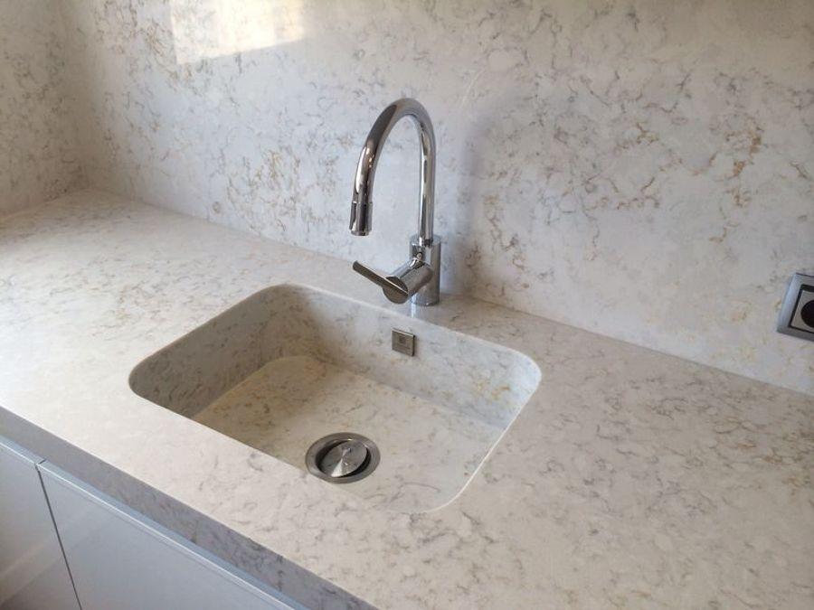 Encimera de cocina en silestone pulsar ideas marmolistas for Cocina color marmol beige