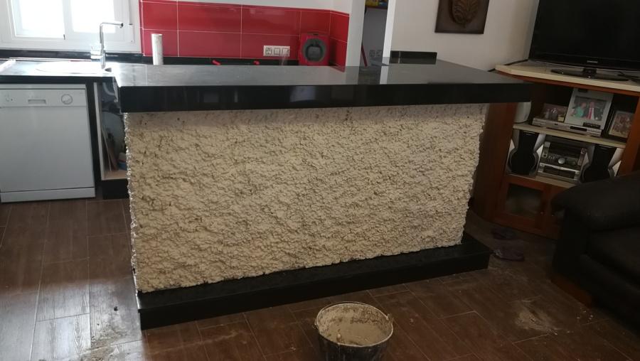 Encimera de cocina en granito negro zimbawe con mueble de for Planchas granito para cocinas