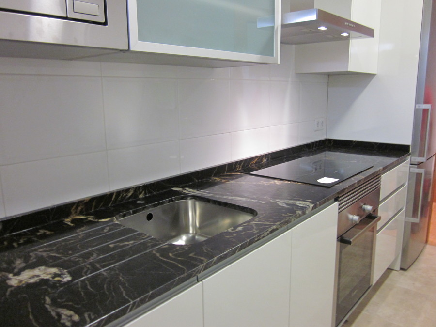 Cocinas de granito ideas reformas cocinas for Colores de granito para encimeras de cocina