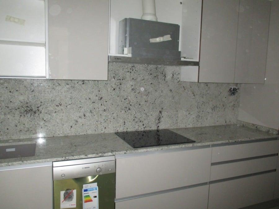 Foto encimera en granito naturamia warwick rub de for Colores de granito para encimeras de cocina