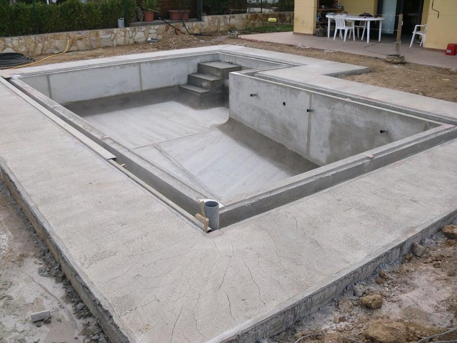 Foto enderezado de la acera y piscina de obres i reformes for Piscina de canal