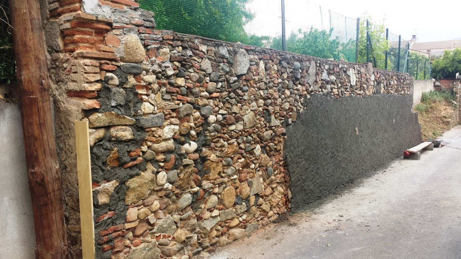 Reconstrucci n de muro antiguo en vivienda ideas alba iles - Limpiar piedra natural exterior ...