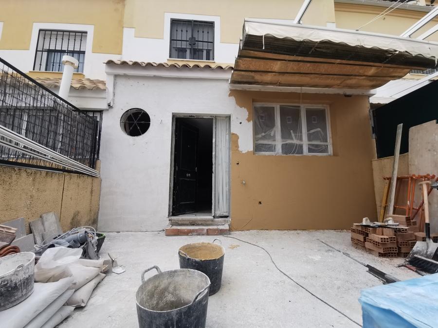 Enfoscando la fachada con mortero monocapa