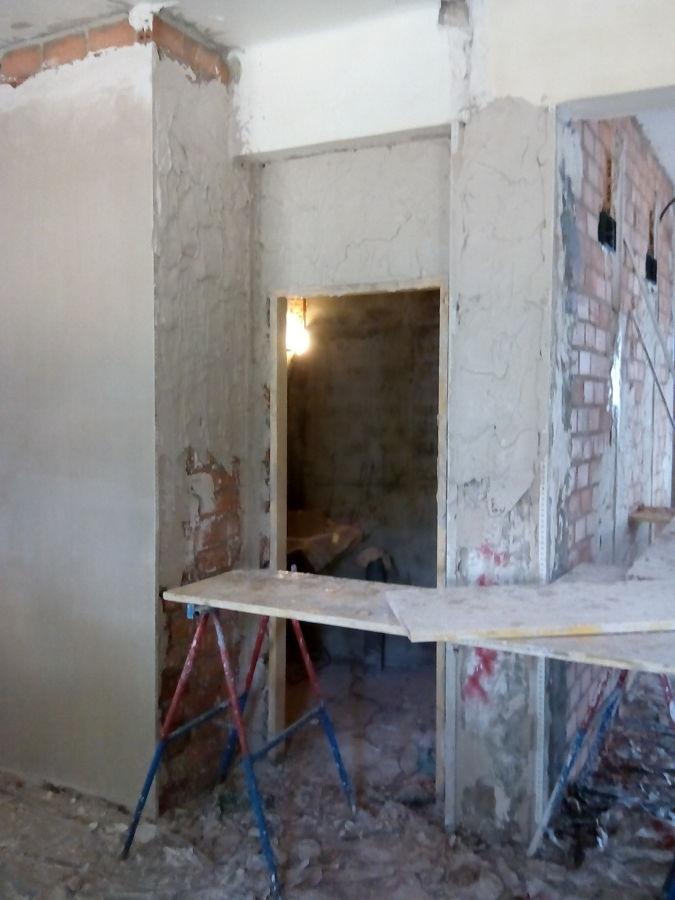 Enlucido de yeso en paredes de ladrillo