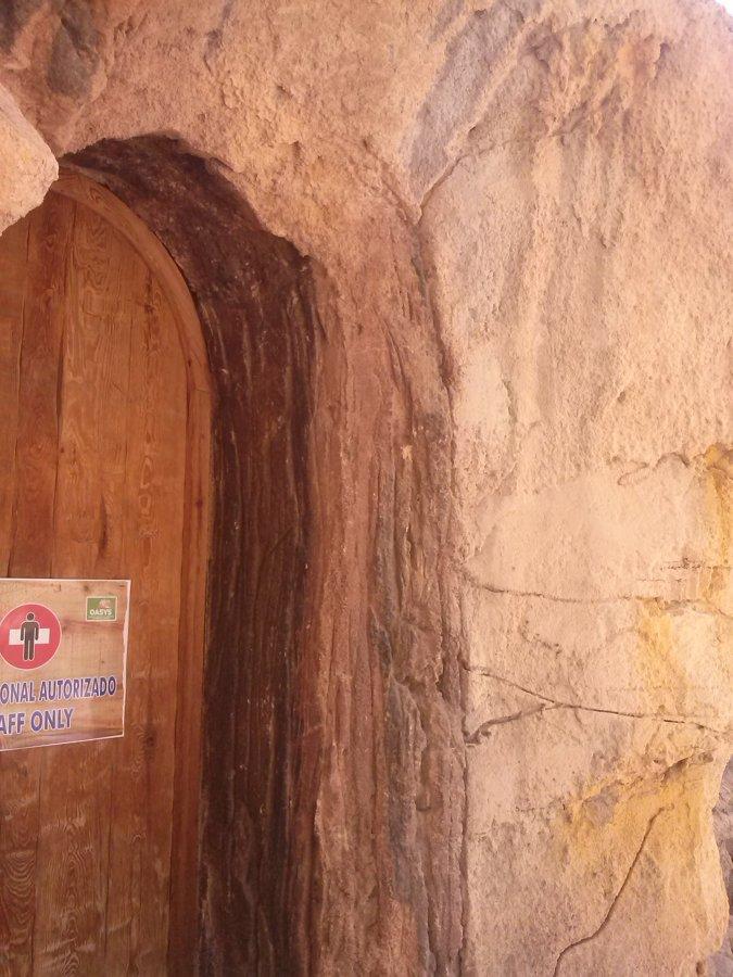 Entrada de una cueva artificial