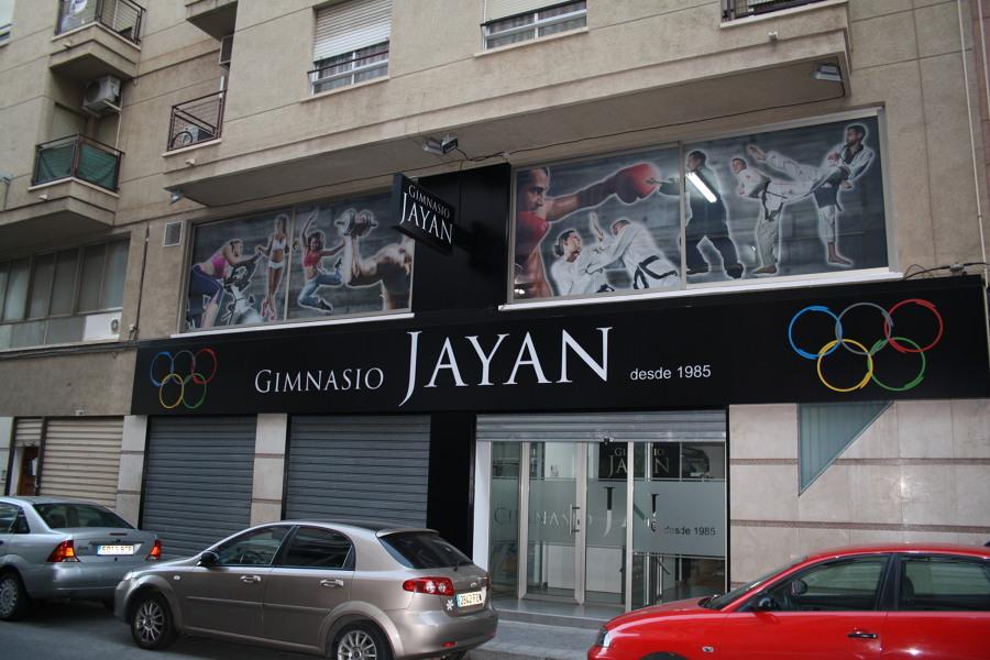 ENTRADA DEL GIMNASIO JAYAN
