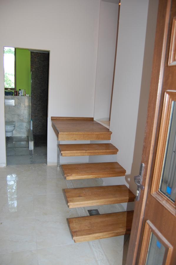 Escalera bao bao debajo de escalera de corcho u imgenes for Escaleras zara home