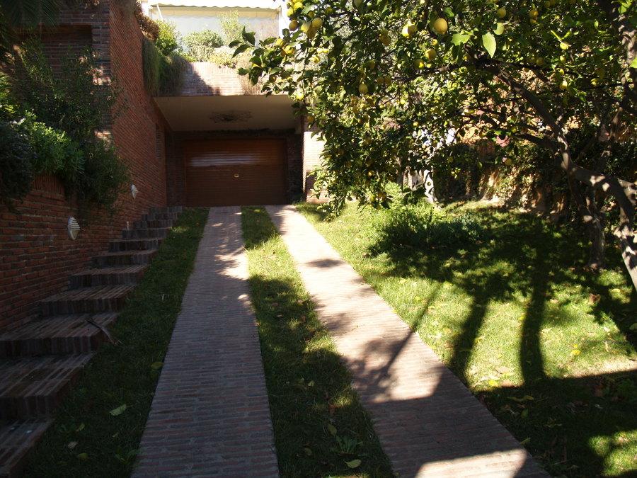 Entrada rampa garaje y escalera antes del proyecto