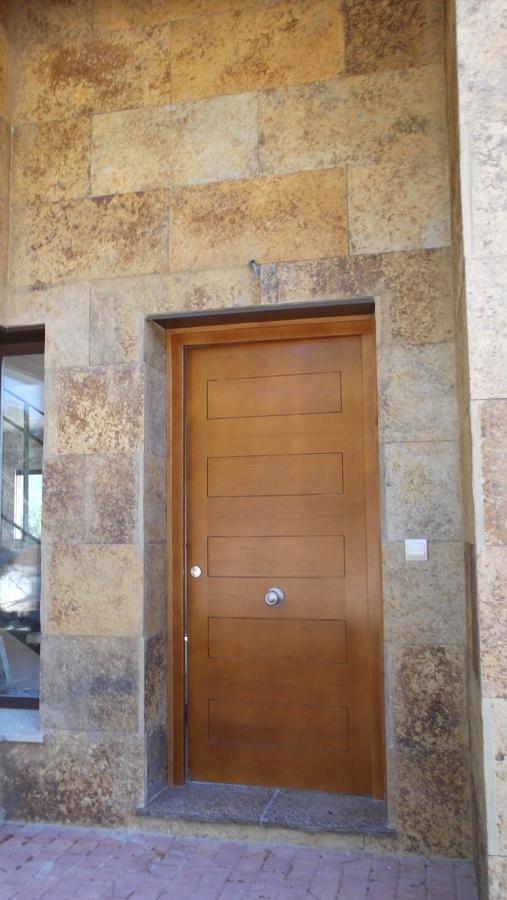 Foto: Entrada y Pared Chapada en Piedra de Construcciones Delgado ...
