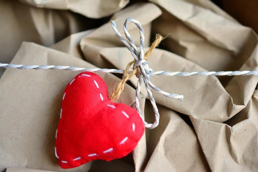 Envoltorio de regalo personalizado con fieltro