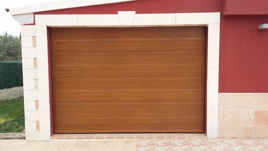 erta de garage imitación madera