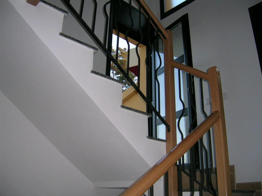 Foto escalera de salmar valles 860499 habitissimo for Escalera de electricista